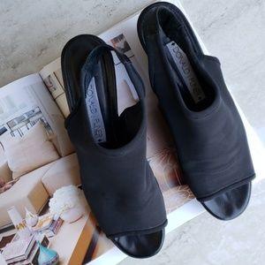 Donald J Pliner crepe stretch platform sandals 9.5